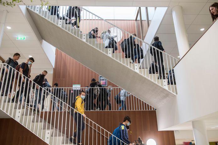 Archiefbeeld uit oktober 2020: leerlingen in de gangen van het Lingecollege.