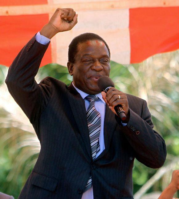 Emmerson Mnangagwa wordt president ad interim van Zimbabwe.