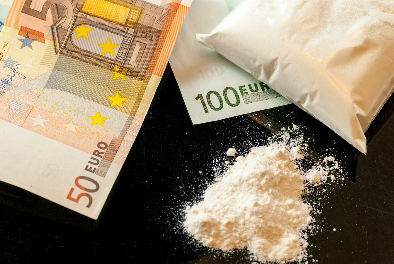 Harddrugs en geld. Foto ter illustratie