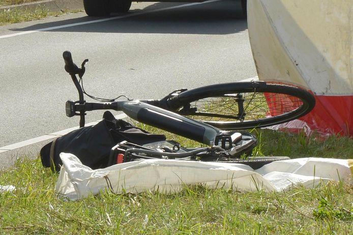 De fietsster overleed.