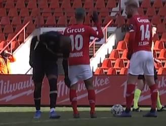 Gek én geniaal: Lamkel Zé geeft heerlijke assist op De Pauw, en viert door broekje Carcela af te trekken