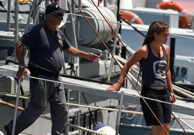 Carola Rackete na haar arrestatie op Sicilië. Beeld REUTERS