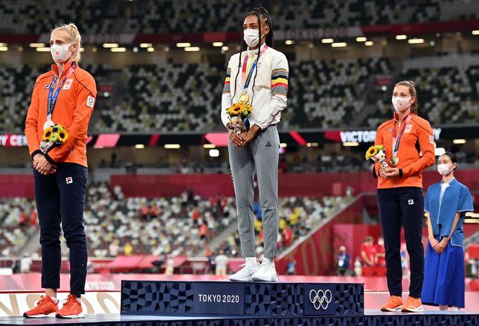 Thiam op het hoogste schavotje geflankeerd door de Nederlandse vrouwen Anouk Vetter en bronzen Emma Oosterwegel.