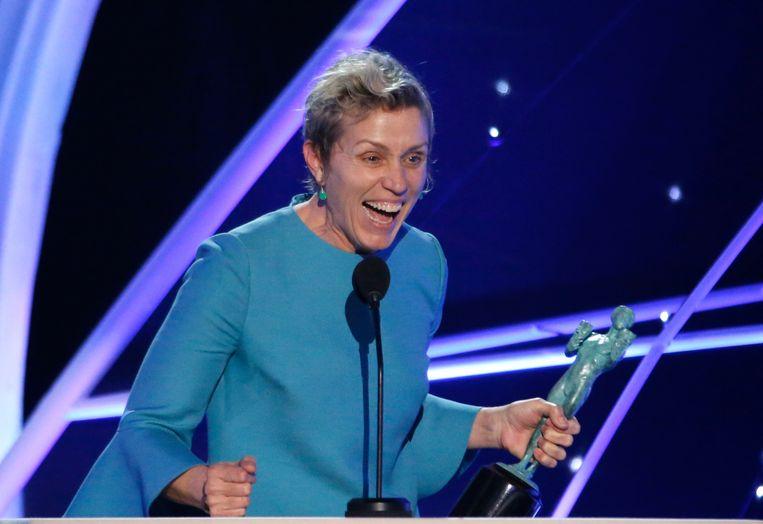 Frances McDormand won intussen letterlijk alles wat er te winnen valt voor haar rol in 'Three Billboards'. Zoals deze prestigieuze Screen Actors Guild Award. Beeld REUTERS