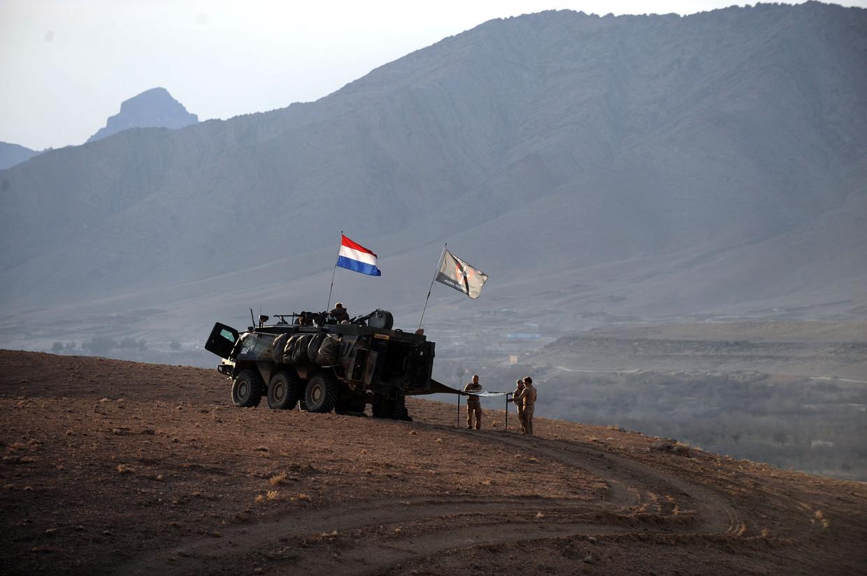 Nederlandse militairen maken hun bivak op tijdens een patrouille in 2010 in de Chora-vallei.
