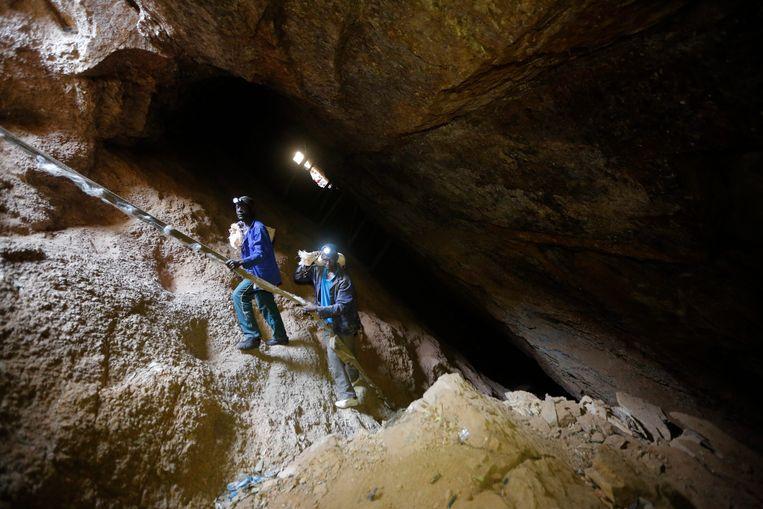 Mijnwerkers in een Zuid-Afrikaanse goudmijn (archiefbeeld)