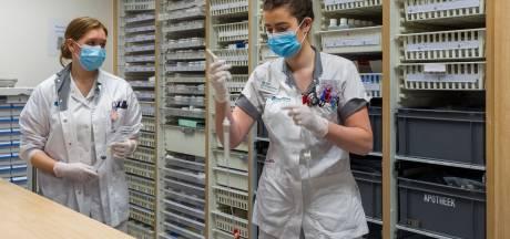 Hoge werkdruk, laag salaris? Jonge verpleegkundigen Sandra en Iris twijfelen geen moment over het vak: 'Het is een roeping'