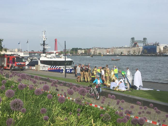 Drie mensen raakten tijdens de botsing gewond, waarvan één ernstig.