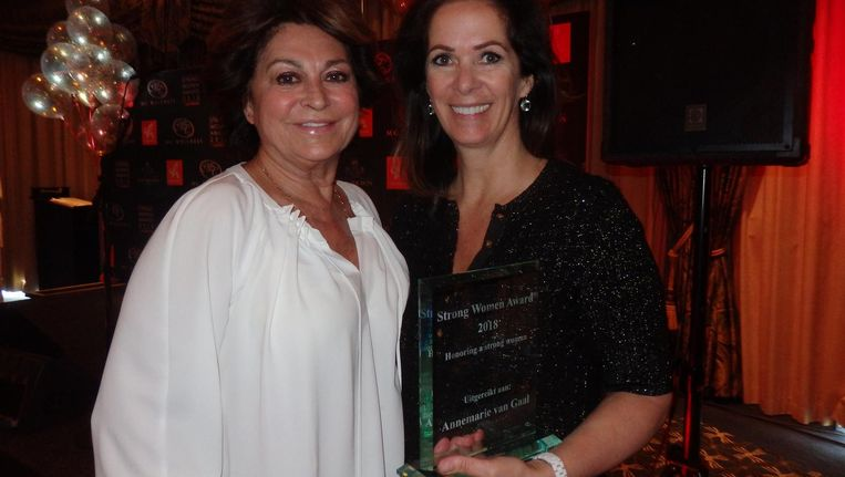 Zakenvrouw Christine Kroonenberg en ondernemer-schrijfster Annemarie van Gaal, winnaar van de Strong Women Award 2018 Beeld Schuim