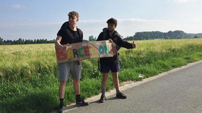 Vrienden doen gooi naar wereldreis met liftwedstrijd