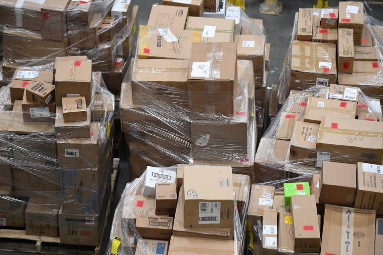 Een Amazon-distributiecentrum in de VS. Dagelijks reizen pakjes van hieruit de halve wereld af, onderweg naar – we zeggen maar iets – Hasselt. Beeld REUTERS