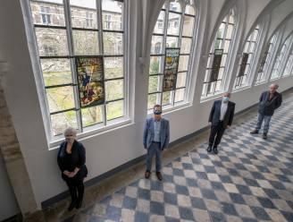 """""""Na 200 jaar revoluties en oorlogen te hebben overleefd, eindelijk weer thuis"""": Originele 17de-eeuwse glasramen terug in Abdij van Park"""