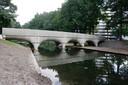 De nieuwe brug in het Geologenpark in Zwanenveld.