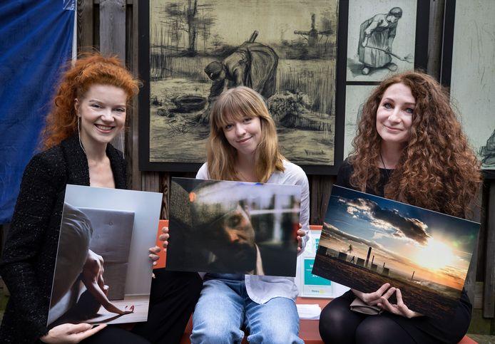 Winnaars Vincent van Gogh Photo Award van het st Lucas (v.l.n.r.) Fleur Louwe, Sophie Boonstra en Dominika Koszowska.