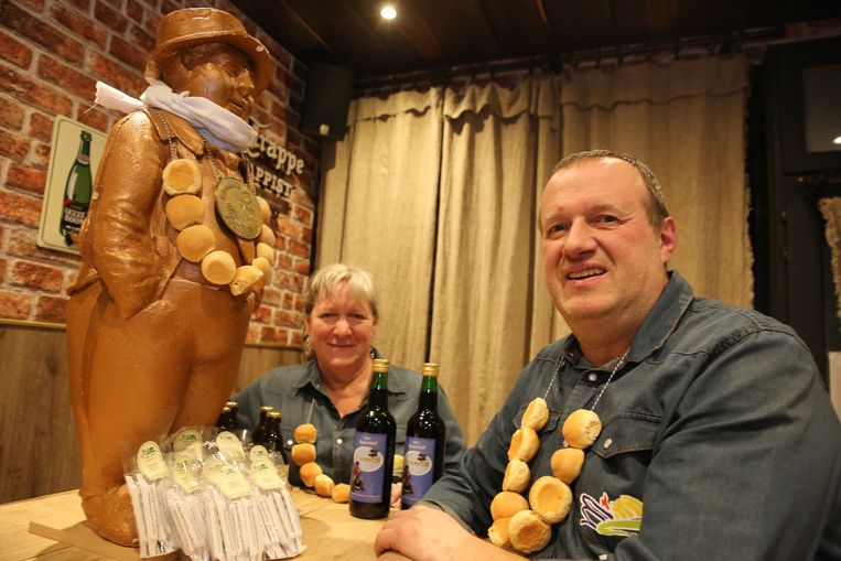 Johnny Sterck en Ursula Moons van het Streekproductencentrum begin maart toen ze de mastellen opnieuw lanceerden.