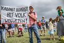 Demonstranten voeren actie tegen de coronamaatregelen op het Malieveld in augustus. Actiegroep Viruswaanzin organiseerde de bijeenkomst.