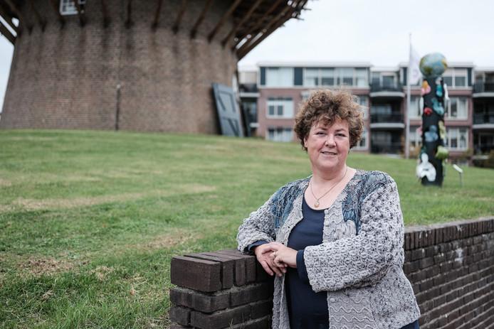 Wieb Broekhuijsen, directeur van Bibliotheek West-Achterhoek: ,,De bibliotheken in Bronckhorst kunnen weer een jaar open blijven. Dat lijkt een meevaller, maar het probleem wordt een jaar vooruitgeschoven.''