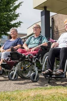 Primeur! Kaatsheuvel krijgt een uitlaatservice… voor bejaarden: 'We laten ze uit hun hok komen'