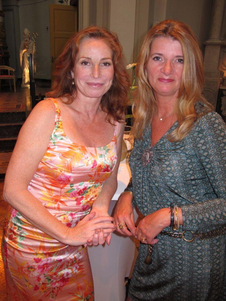Schrijvinnen: Marian Mudder (ook actrice, misschien kent u haar nog van Baantjer) en Daniëlle Hermans (r). Beeld null