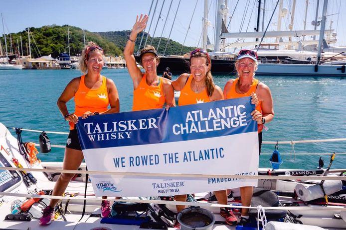Marieke le Duc-Bouwense (tweede van links) heeft de Talisker Whisky Atlantic Challenge goed doorstaan.