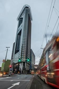 42 verdiepingen en dan kapotte liften: in het Strijkijzer moesten bewoners gisteravond wéér met de trap