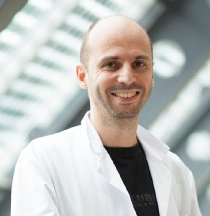 Geoffrey Lesage, een neurochirurg uit Baardegem, denkt aan een verhuis uit Aalst nu zijn zoon niet ingeschreven is in een secundaire school.