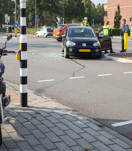 Motorrijder gewond naar het ziekenhuis na botsing met auto in Velp