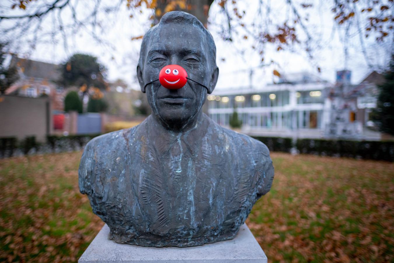PUURS Standbeelden kregen een rode neus