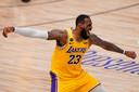 LeBron James van LA Lakers viert de overwinning. De ploeg uit Californië heeft de zeventiende NBA-titel voor het grijpen.