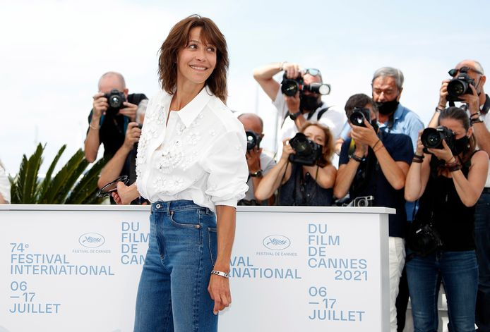 epa09331334 Actress Sophie Marceau poses during the photocall for 'Tout s'est bien passe' (Everything Went Fine) at the 74th annual Cannes Film Festival, in Cannes, France, 08 July 2021. The movie is presented in the Official Competition of the festival which runs from 06 to 17 July.  EPA/Sebastien Nogier