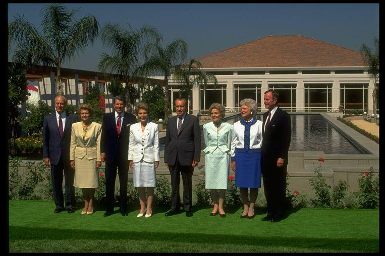 Oud-presidenten bij de opening van de Nixon Library en Museum in 1990. Van links naar rechts: Gerald en Betty Ford, Ronald en Nancy Reagan, Richard en Pat Nixon, George en Barbara Bush.  Beeld Getty