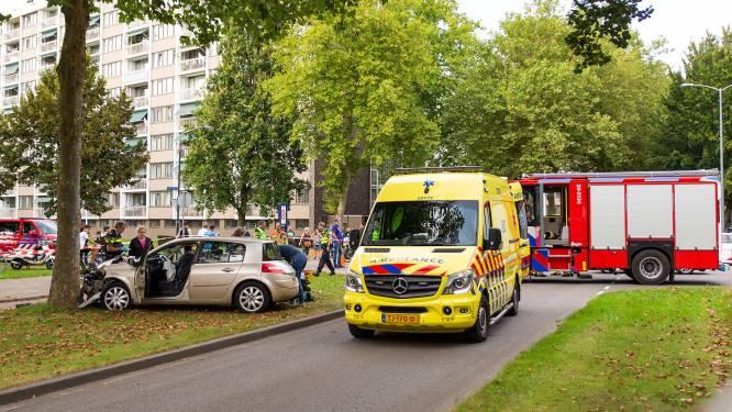 Auto's botsen tegen elkaar op Burgemeester Holtroplaan in Oosterhout, een gewonde