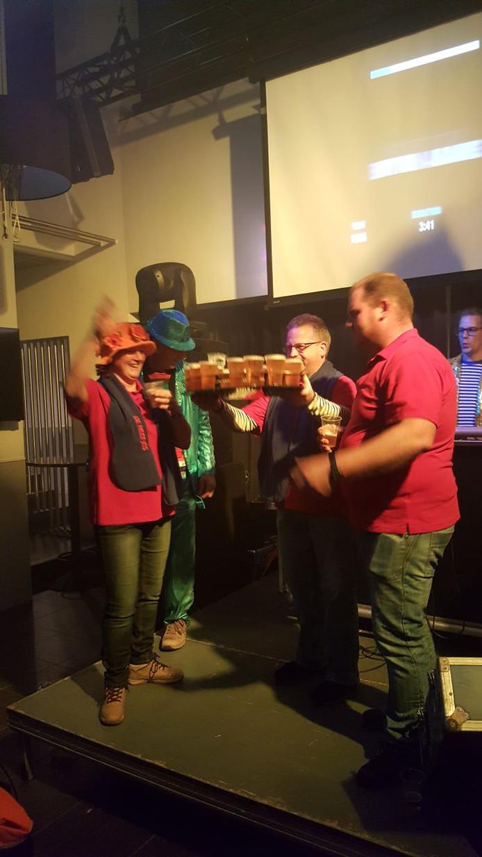 Onder grote belagstelling werd zaterdagavond tijdens het 11-11-bal in Den Bolder bekend gemaakt dat CV De Neefjes het Maoneblussers Clubke van 't Jaor zijn geworden.