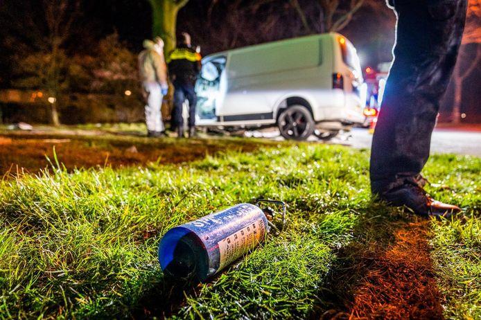 Bij een ongeluk met een busje op de Daalakkersweg in Eindhoven zijn zondagochtend een vrouw en een man om het leven gekomen.