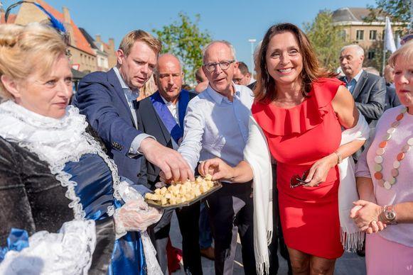 Wendy Van Wanten opent de Kaasmarkt.