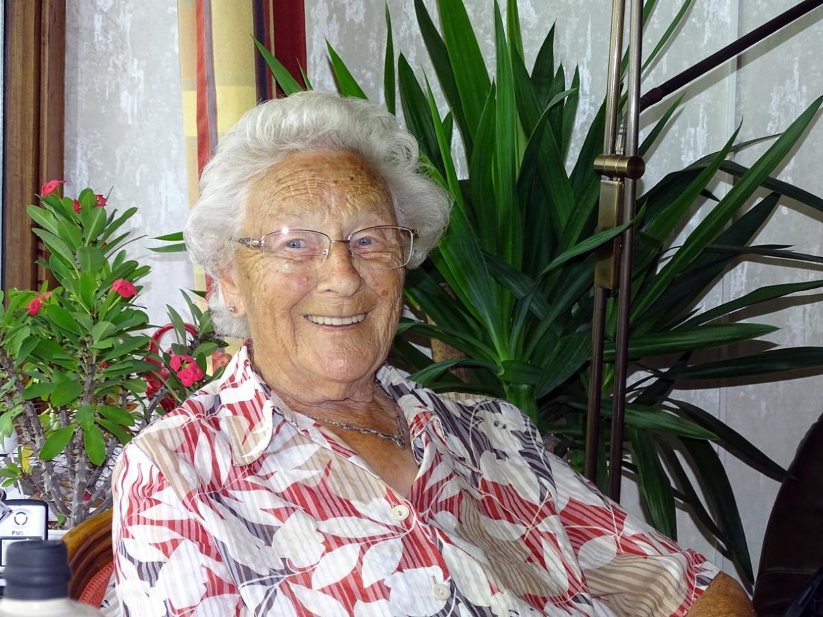 Corrie Paul-Stolk was altijd vrolijk en optimistisch gestemd. Toen ze in maart vorig jaar 100 werd kreeg ze een brief van de koning.