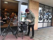 Joris bezorgt boeken tijdens lockdown door weer en wind op de fiets