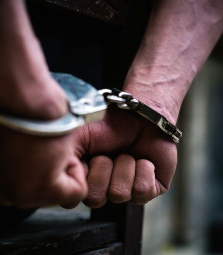 Verdachte (18) opgepakt voor overval op telefoonwinkel Kinkerstraat