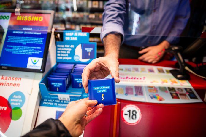 De zakasbakjes zijn sinds vandaag verkrijgbaar bij Press Shop in Hasselt aan de prijs van 2,50 euro.