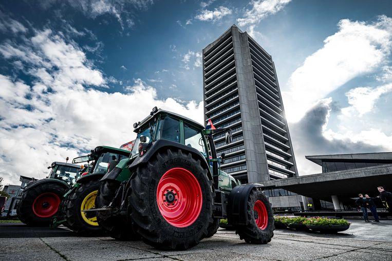 Brabantse boeren eind oktober bij het provinciehuis in Den Bosch om actie te voeren tegen de strenge stikstofregels.  Beeld ANP