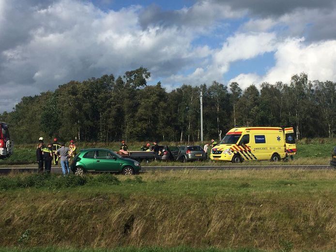 Bij een ongeval op de N35 bij Nijverdal zijn woensdagmiddag zeker twee mensen gewond geraakt.
