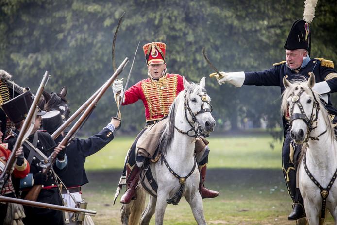 'Historische' Slag om Ruigenrode met honderden re-enacters. Onderdeel van Historisch Festival Almelo in het Schelfhorstpark.