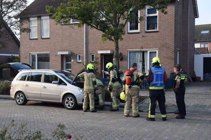 De brandweer heeft de brand bij het motorcompartiment geblust en heeft vervolgens een nacontrole verricht.