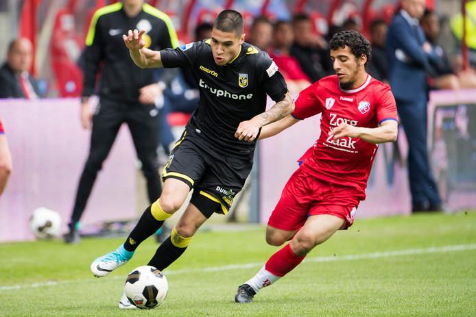 Ayoub in duel met Kevin Diks van Vitesse