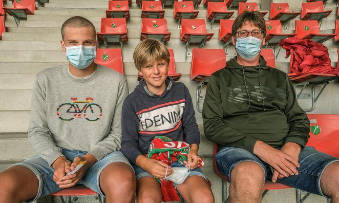 """""""Mijn twee zonen Korneel (16) en Elewout (13) zijn nog maar één keer ingeënt, dus zonder dit initiatief hadden we twee tests van 50 euro moeten laten afnemen"""", zegt Luc Accarin uit Kortrijk."""