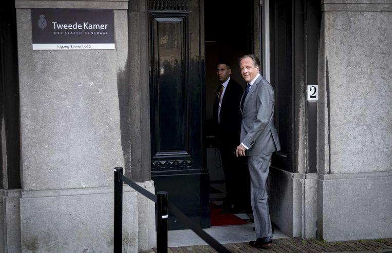 D66-fractievoorzitter Alexander Pechtold op weg naar informateur Schippers voor een overleg. Beeld ANP