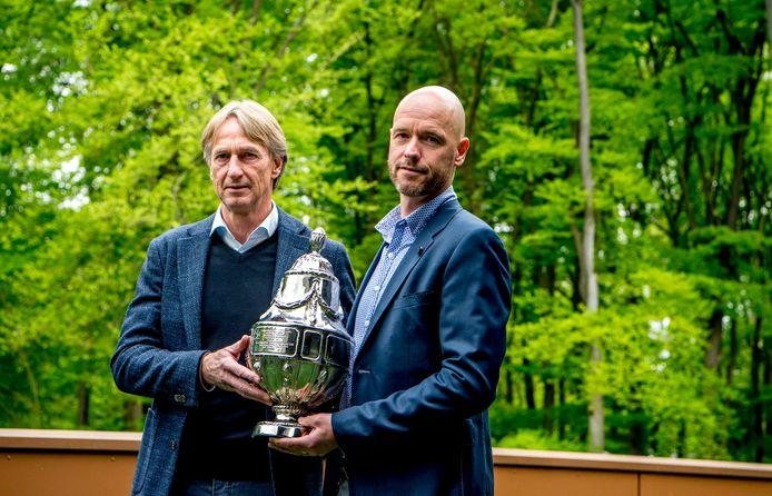 Adrie Koster met Ajax-trainer Erik ten Hag, voorafgaand aan de finale van het bekertoernooi in het seizoen 2018/2019.