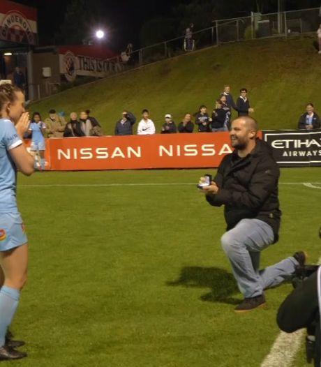 Video van de Dag | Voetbalster krijgt een bijzonder huwelijksaanzoek