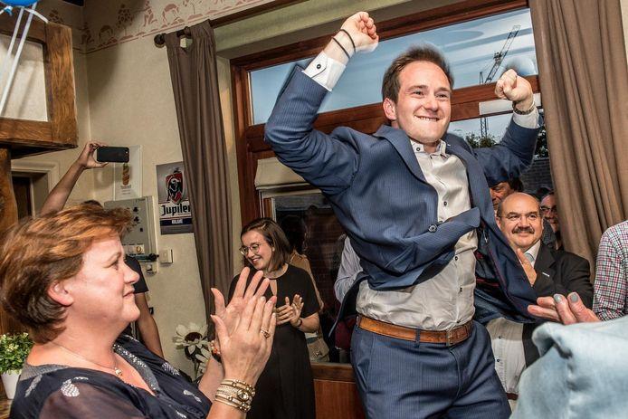 Het geluk van Francesco Vanderjeugd (Open Vld) kan niet op bij zijn overwinning.