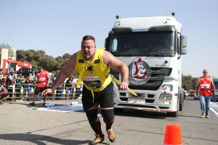 De Sloveense krachtsporter Matjaz Belsak laat in Amman, Jordanië zien hoe sterk hij is.  Beeld Getty Images